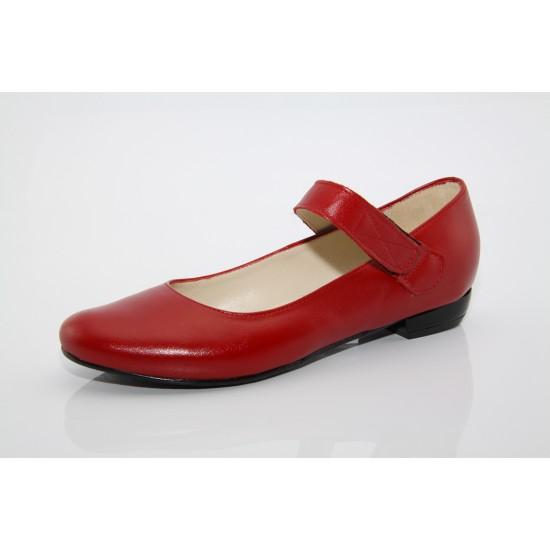 Kata menyecske cipő